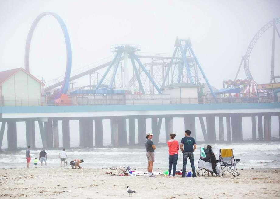 Families attend Galveston beaches on Sunday, March 15, 2020, in Galveston. Photo: Marie D. De Jesús, Houston Chronicle / Staff Photographer / © 2020 Houston Chronicle