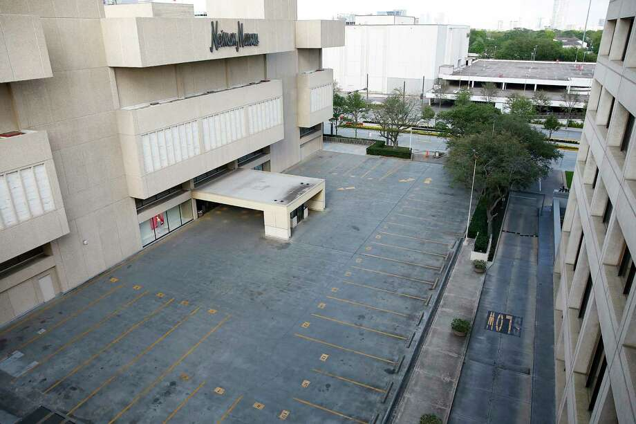 Empty parking lot outside of the Galleria in Houston on Wednesday, March 18, 2020. Photo: Elizabeth Conley, Staff Photographer / © 2020 Houston Chronicle