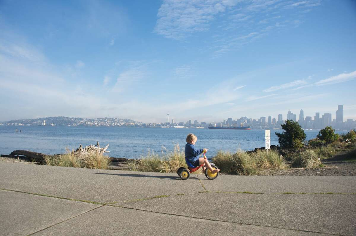 1. Alki Beach Park Take in the welcoming salty air along the waterfront with a stroll at Alki Beach. Walk or cycle the dedicated path and take in magnificent views of Puget Sound and the Olympic Mountains. When the water is calm, take the family out for a kayak or paddleboard session, or simply relax along the sandy beachline.