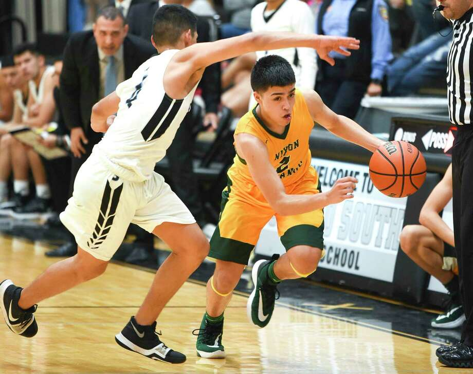 LJ Herrera averaged 12.1 points and six assists per game in his final season at Nixon to help the Mustangs finish 30-8 overall and advance to the regional quarterfinals. Photo: Danny Zaragoza / Laredo Morning Times File
