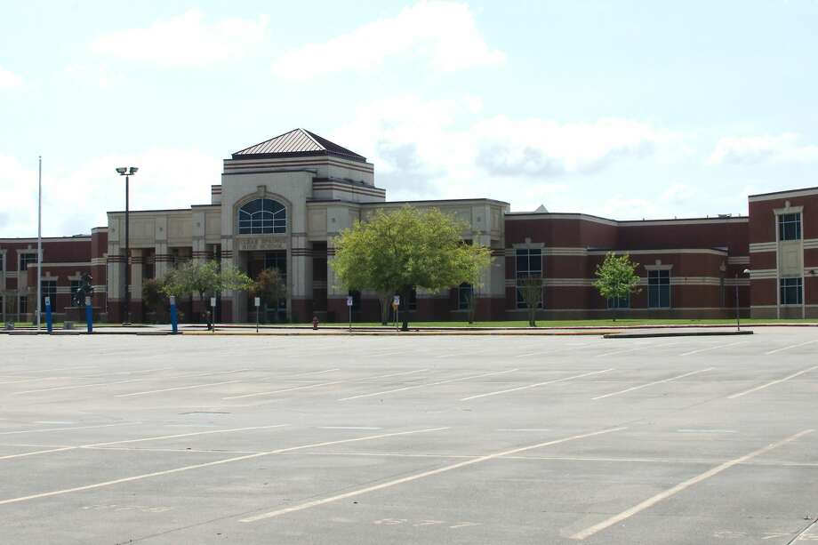 The parking lot at Clear Brook High School wasempty after Clear Creek ISD ended in-person class attendance a precaution during the coronavirus outbreak. District students are now getting assignments online. Photo: Kirk Sides/Staff Photographer