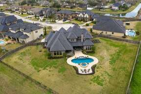 Friendswood: 10 Dominion Court Sold: March 13, 2020 Sold for between $947,001 - $1,082,000