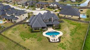 Friendswood : 10 Dominion Court       Sold : March 13, 2020      Sold for between $947,001 - $1,082,000