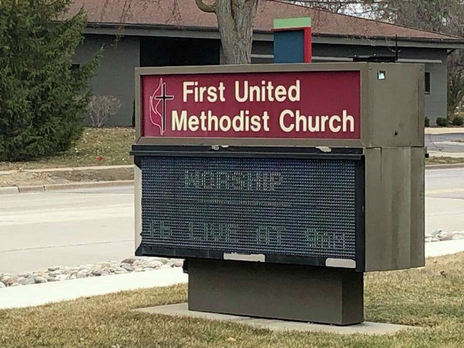 Midland First United Methodist Church's sign informs passersby of its live streamed service at 9 am on Sundays. (Victoria Ritter/vritter@mdn.net)
