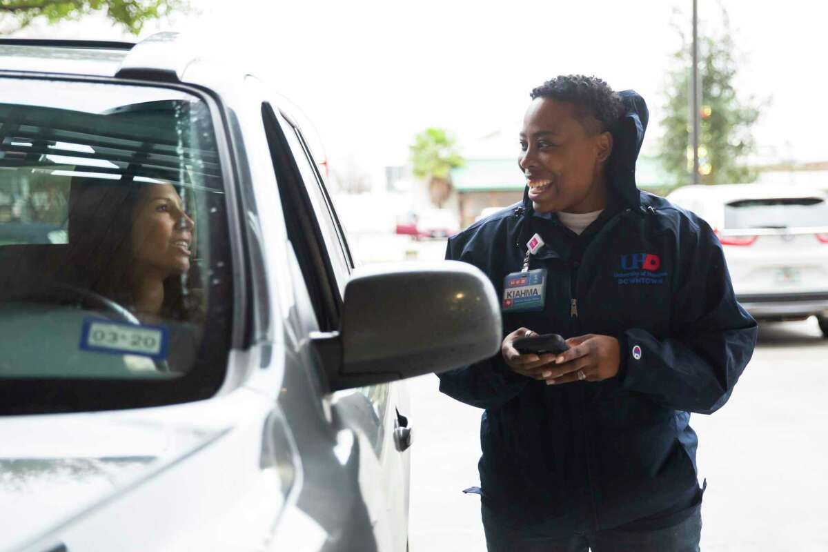 An H-E-B employee completes a curbside delivery in December. A reader thanks H-E-B employees for their hard work during the coronavirus pandemic.