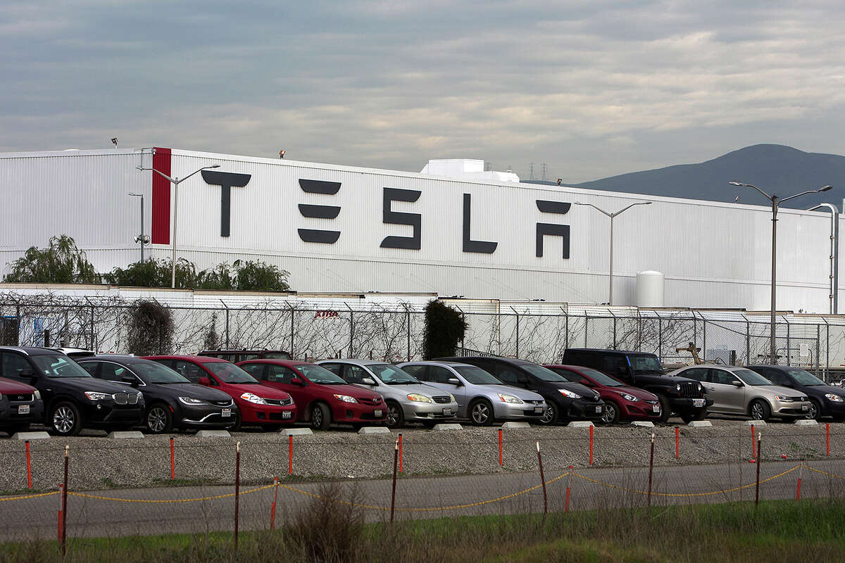 Cars are lined up near the Tesla Motors factory complex in Fremont, Calif., on Thursday, Jan. 28, 2016. (LiPo Ching/Bay Area News Group/TNS)