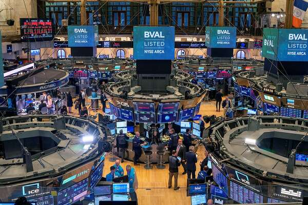 NEW YORK, NY - MARCH 06: Traders work the floor of the New York Stock Exchange (NYSE) on March 6, 2020 in New York City. Stocks fell for a second day as investors seek refuge in government bonds as the worry Covid-19 spreads. (Photo by David Dee Delgado/Getty Images)