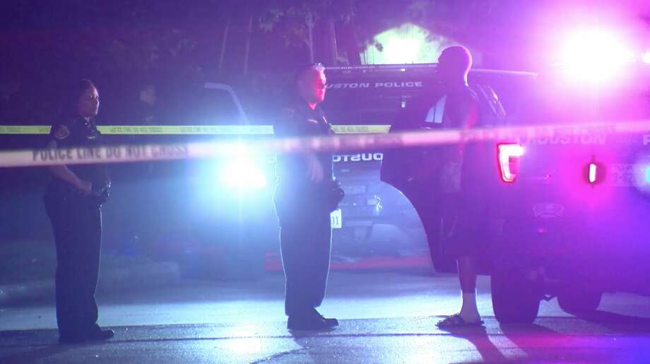Houston police investigate a deadly shooting in southwest Houston on Friday, March 20, 2020. Photo: OnScene.TV