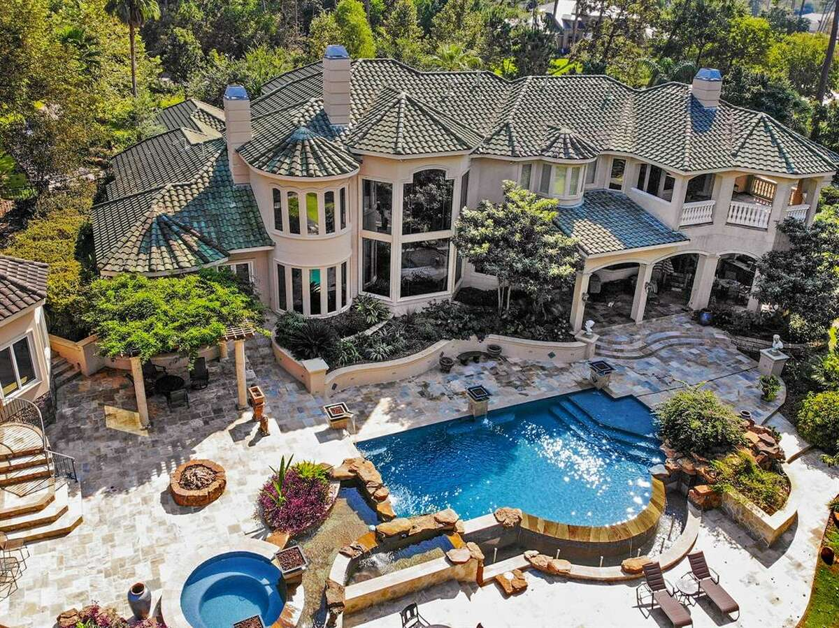 Live life on the water at this newly-listed, $3 million Kingwood home that boasts the largest boat house on Lake Houston. Located at 32 Tahoe Shores Court, the 8,267-square-foot mansion offers five bedrooms, four full bathrooms, three half bathrooms as well as a media room, basketball court, pool and spa, five-car garage and casita.