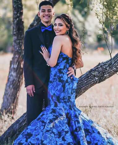 San Antonio photographer offering free prom photos for seniors amid special event cancellations San Antonio photographer Andrew Alvarez is hoping to help dull the pain of losing a special memory like prom by offering free photos. Alvarez said he and his wife, Rachel Alvarez, came up with the idea together as they started seeing schools across San Antonio cancel the big dance. Photo: Courtesy, Andrew Alvarez