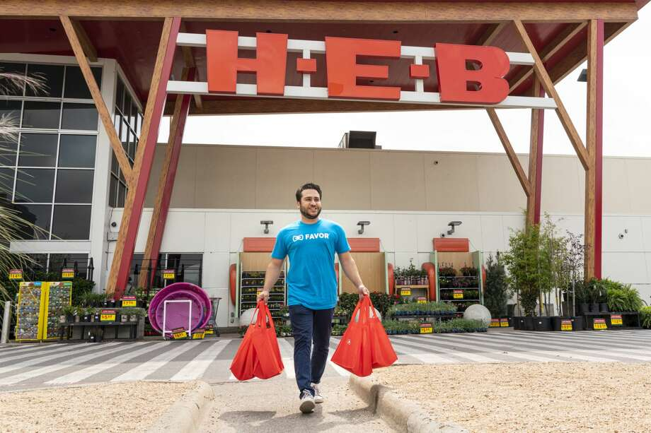 H-E-B is now offering curbside pickup and delivery for its South Flo Pizza from the South Flores San Antonio location. Photo: H-E-B