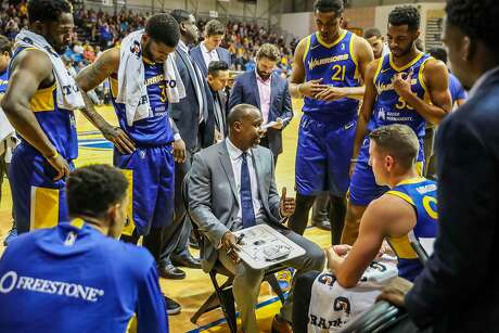 Santa Cruz Warriors head coach Kris Weems addresses his team during a recent home game.