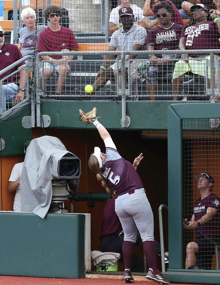 Aggies first baseman Payton McBride stretches to catch a foul ball above the dugout as Houston beats Texas A&M 3-1 in the NCAA regional tournament at MCCombs Field in Austin on May 17, 2019. Photo: Tom Reel, Staff / Staff Photographer / 2019 SAN ANTONIO EXPRESS-NEWS