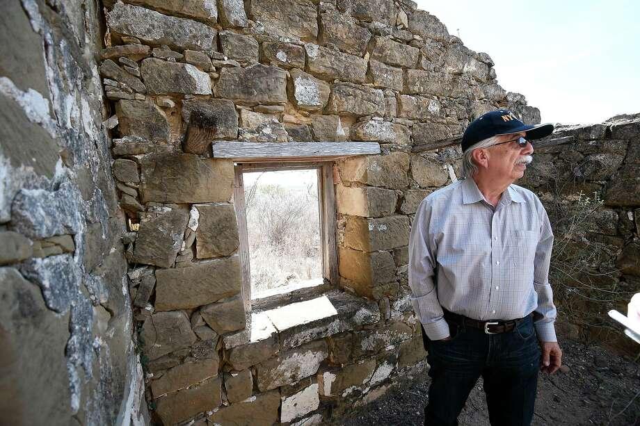 Juan Vargas propietario del rancho posa frente a uno de los edificios históricos en Dolores Viejo en el Condado de Zapata. Recuerda haber fotografiado ese sitio a principio de la década de 1970. Photo: Cuate Santos /Laredo Morning Times / Laredo Morning Times