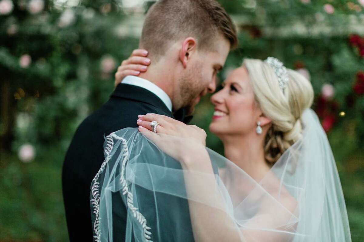 A couple married at Wadsworth Mansion in Middlefield.