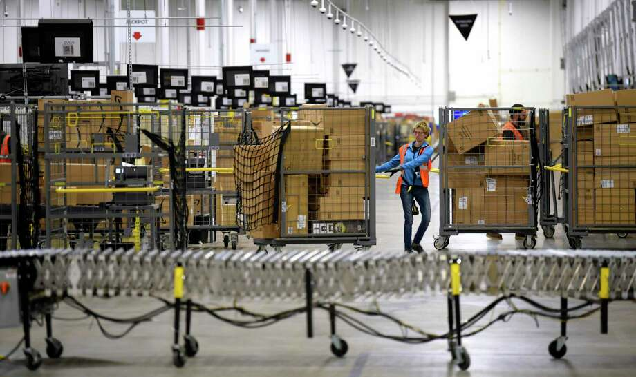 Amazon is hiring 100,000 warehouse workers nationally, including 5,900 in Texas. Photo: Todd McInturf, MBO / Associated Press / JC