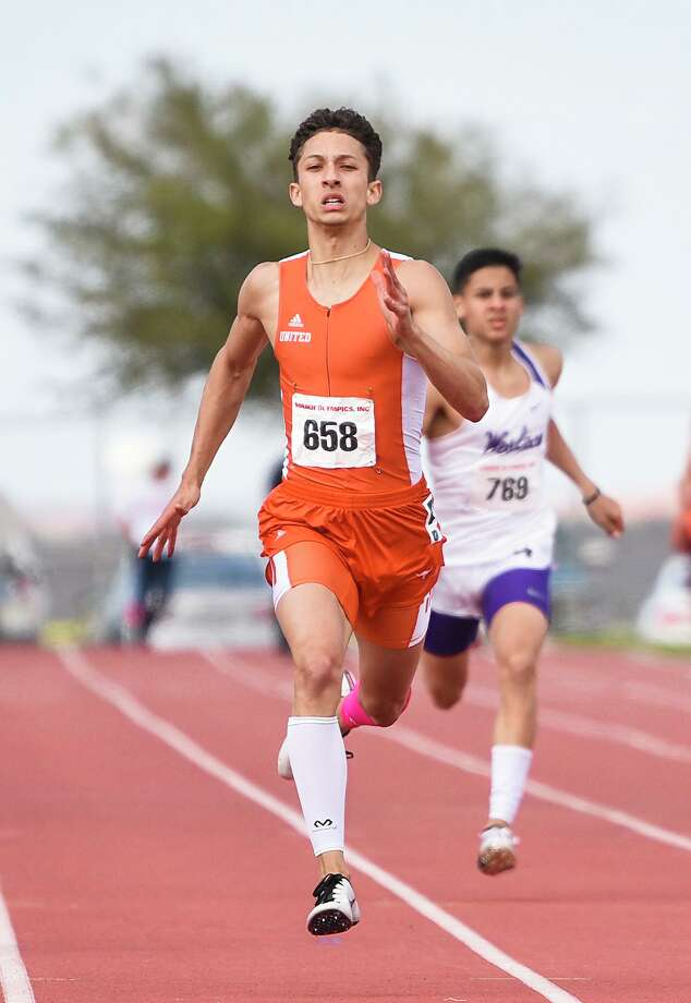 United's D'Carlo Calderon — who won a pair of gold medals when he last competed at the Border Olympics — was named an All-American by the New Balance National Indoor meet management. Photo: Danny Zaragoza /Laredo Morning Times File