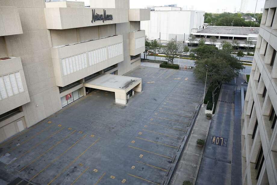Empty parking lot outside of the Galleria in Houston on Wednesday, March 18, 2020. Photo: Elizabeth Conley/Staff Photographer / © 2020 Houston Chronicle