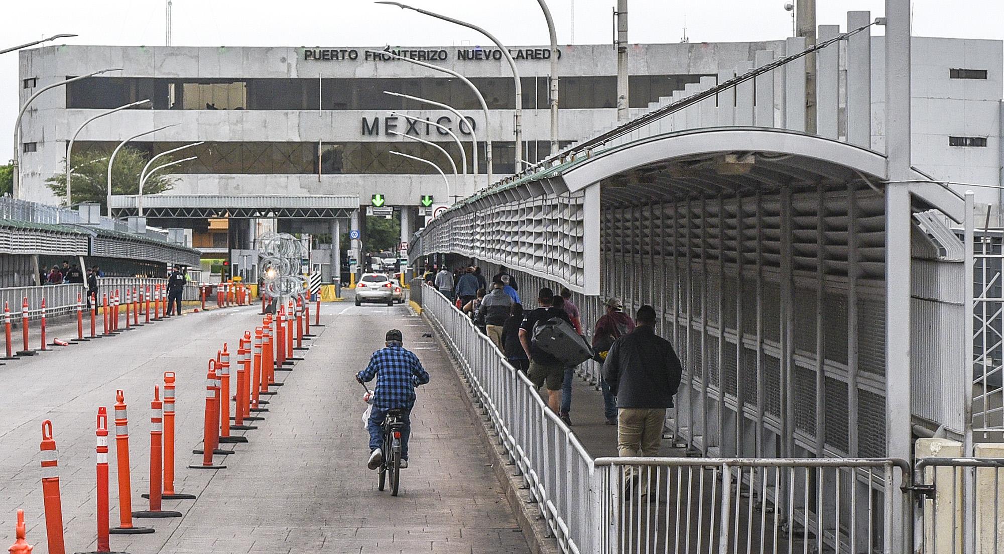 Mexican army kills 12 gunmen in city along Texas border