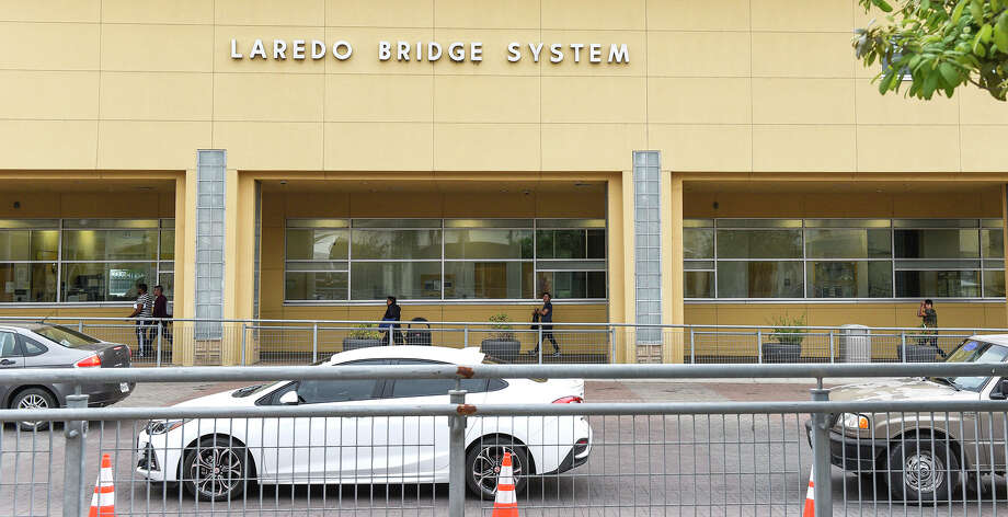 Pedestrians and motorists head to the Gateway to the Americas International Bridge, Friday, Mar. 20, 2020, after travel restrictions were announced at the U.S.-Mexico border&sp; amid concerns of COVID-19 Coronavirus spreading. Photo: Danny Zaragoza/Laredo Morning Times