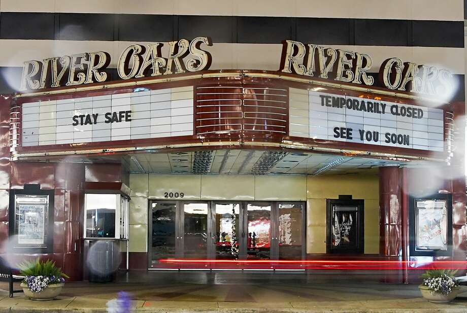 River Oaks Theater kept its lights off but had some messages for Houstonians on March 20. Photo: Elizabeth Conley/Staff Photographer / © 2020 Houston Chronicle