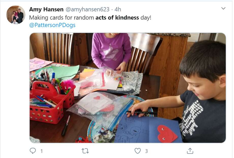 Amid the coronavirus epidemic we are going through, folks all across the globe are sharing their random acts of kindness during these trying times to help lift the spirits of friends, neighbors, and strangers. Photo: Screenshot/Amy Hansen/Twitter