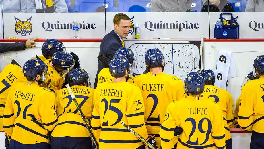 Quinnipiac coach Rand Pecknold with his team. Photo: Rob Rasmussen / Contributed Photo Via Quinnipiac Athletics