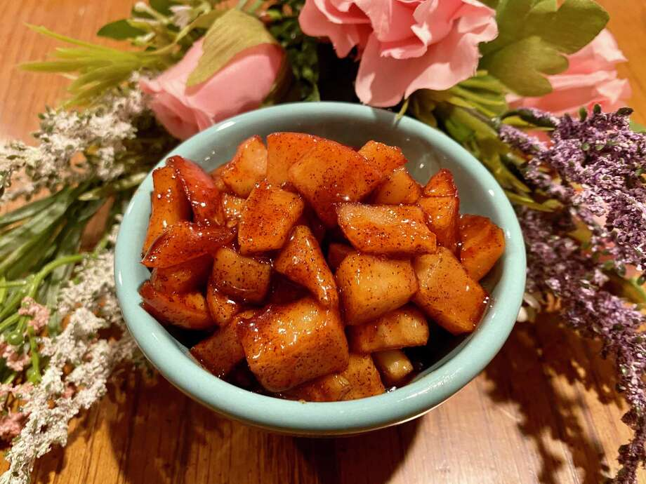 Spiced apples are a quick and easy treat. Photo: TinaMarie Craven/ Hearst Connecticut Media