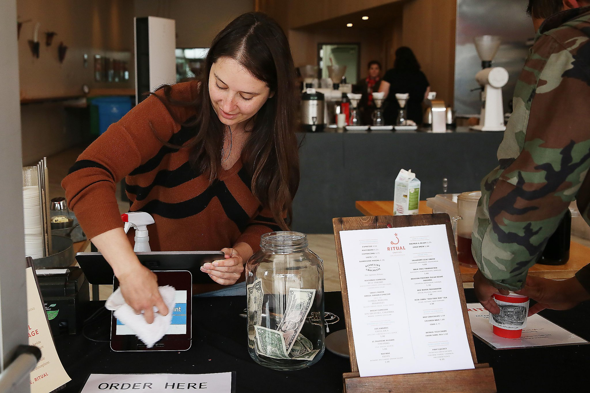 Coronavirus: SF businesses decline cash, fearing it could spread the virus