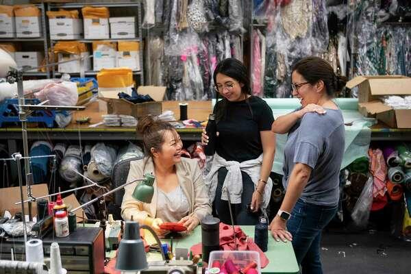 Houston Designers Fashion Hundreds Of Free Masks To Aid In Coronavirus Pandemic Houstonchronicle Com