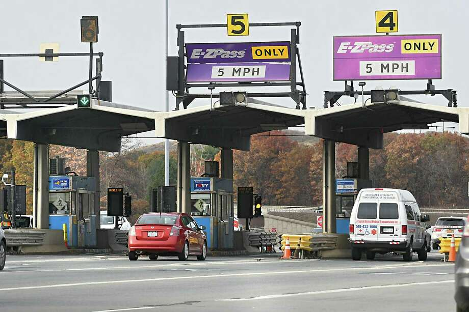 The Thruway Authority announced last week that it would no longer be accepting cash tolls. Instead, drivers will be billed by mail. (Lori Van Buren / Times Union) Photo: Lori Van Buren / 20042116A