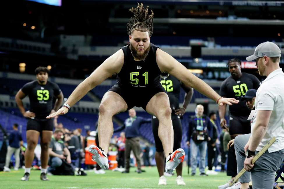 Alabama offensive lineman Jedrick Wills runs a drill at the NFL football scouting combine in Indianapolis, Friday, Feb. 28, 2020.
