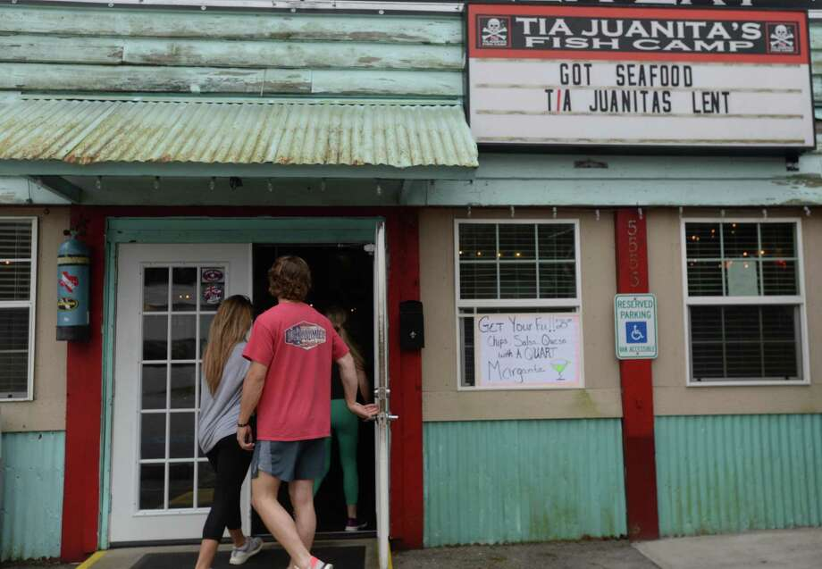 Friends make their way inside Tia Juanita's in Beaumont to pick up an order on the first day of area restaurant and bar closures.  Photo taken Thursday, March 19, 2020 Kim Brent/The Enterprise Photo: Kim Brent / The Enterprise / BEN