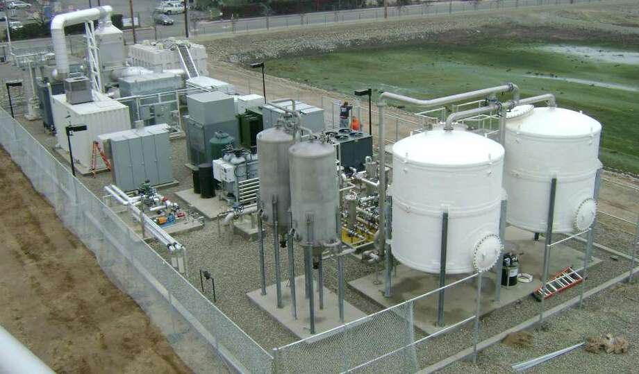 Though the white kettles and gray fermenters in the foreground make it look like a microbrewery, this fuel cell installation in Turlock, Calif., by Danbury-based FuelCell Energy produces electricity, not beer, using chicken waste, not barleymalt. Photo: Contributed Photo / The News-Times Contributed