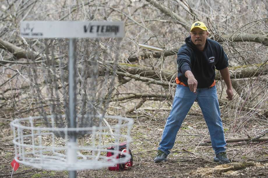 FILE — Anthony Guisbert plays a round of disc golf Thursday, March 26, 2020 at the Redcoats Softball Complex in Midland. (Katy Kildee/kkildee@mdn.net) Photo: (Katy Kildee/kkildee@mdn.net)