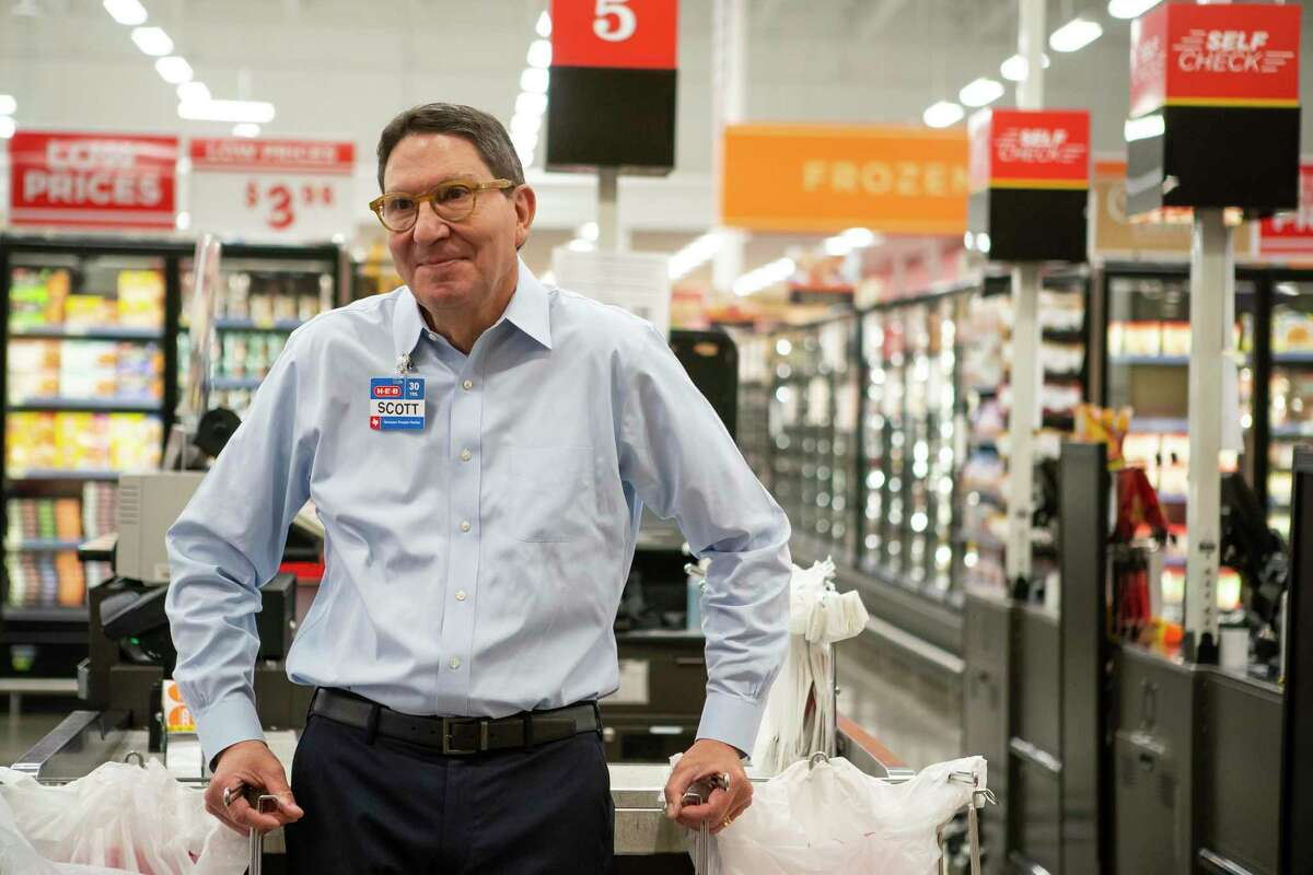 H-E-B president Scott McClelland talks while visiting a store, Wednesday, March 25, 2020, at H-E-B in Bellaire.
