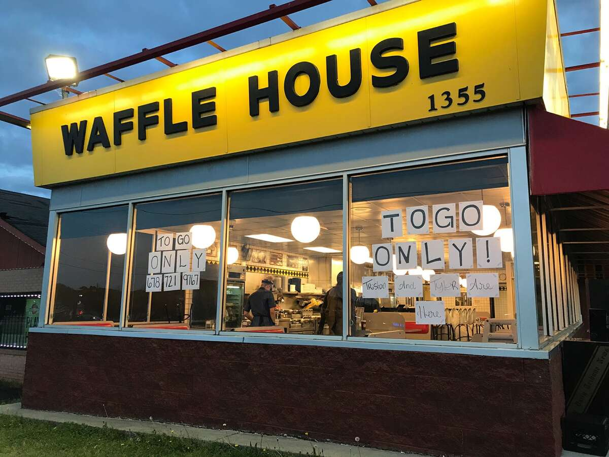 A Waffle House in Cartersville, Georgia, is serving to-go only after the town's mayor signed a countywide emergency joint resolution that closed all bars, dine-in restaurants and theaters. (Jenny Jarvie/Los Angeles Times/TNS)