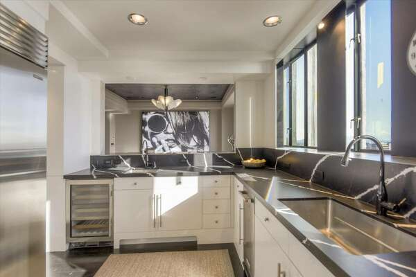 This 2-story Nob Hill penthouse at 1250 Jones is for rent.