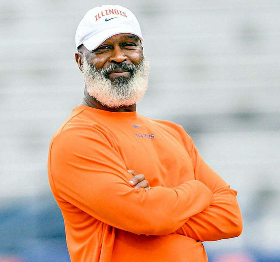Illinois football coach Lovie Smith and his staff meet with players four days a week via video streaming as they cope with training challenges caused by the coronavirus pandemic. Photo: File Photo