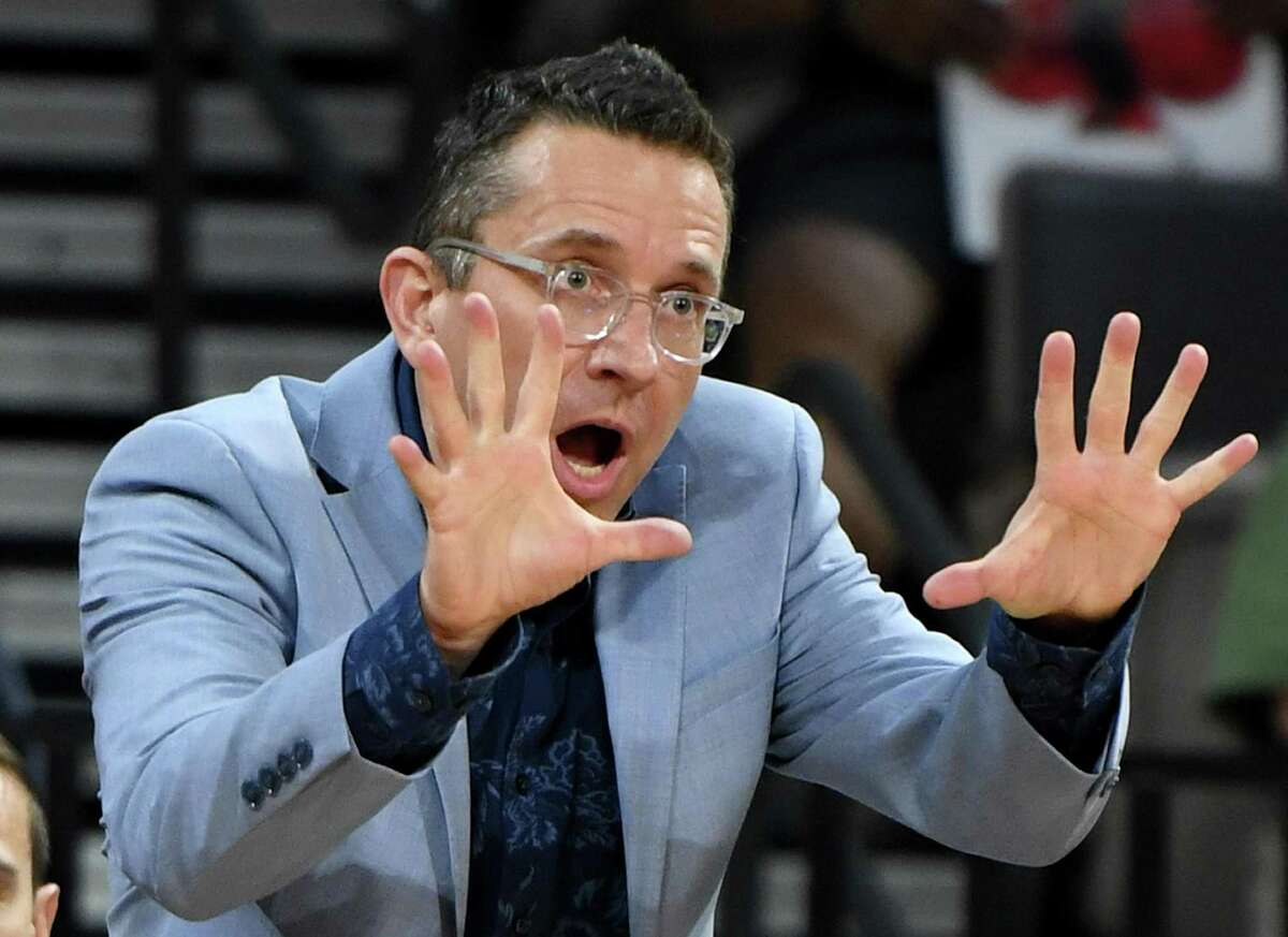 Connecticut Sun coach Curt Miller of the Connecticut Sun gestures during his team's game against the Las Vegas Aces in 2019.