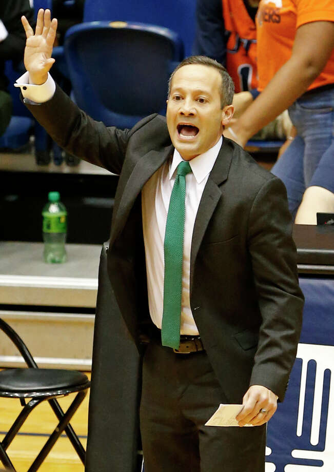 North Texas head coach Grant McCasland calls a play during second half action against UTSA Dec. 30, 2017 at the UTSA Convocation Center. North Texas won 72-71. Photo: Edward A. Ornelas ,  San Antonio Express-News / © 2017 San Antonio Express-News