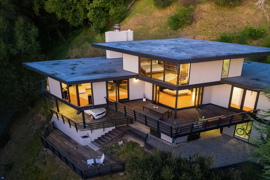 This 1961 Montclair mid-century masterpiece, with multiple levels and magnificent views, is for sale for $1.8M. Photo: Aerial Canvas