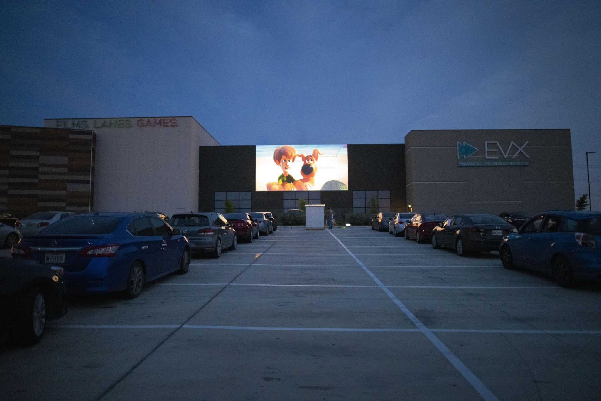 Evo Entertainment Shuts Down Drive In Movie Theatre To Comply With Stay At Home Orders San Antonio Express News