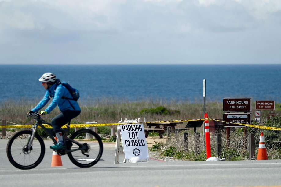 The parking lot at Montara State Beach, along with all other California state parks, has been closed to limit visitors during coronavirus outbreak in Montara, Calif., on Sunday, March 29, 2020. Photo: Scott Strazzante / The Chronicle