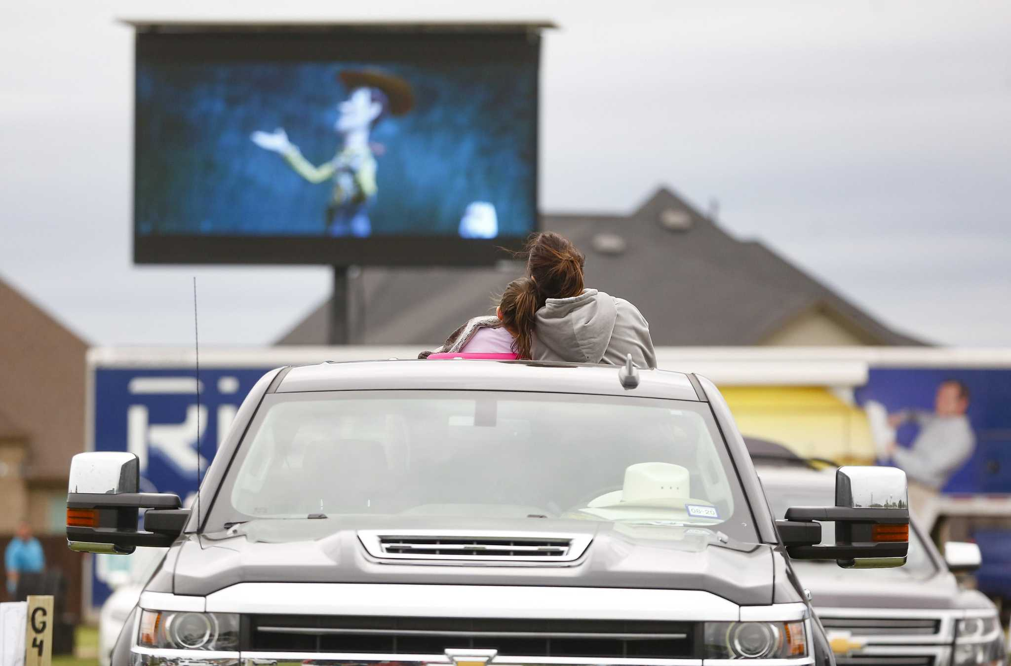 Drive In Theater Pops Up To Help Katy Neighborhood Weather Pandemic Houstonchronicle Com