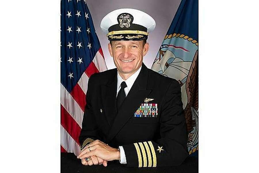O capitão Brett Crozier, um nativo de Santa Rosa, escreveu uma carta aos oficiais da Marinha na segunda-feira pedindo ajuda imediata.