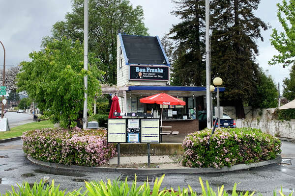 Ben Franks, a family-owned drive-thru located in Redwood City, has been a mid-peninsula institution for 41 years and spawned 14 franchises that have all since closed.