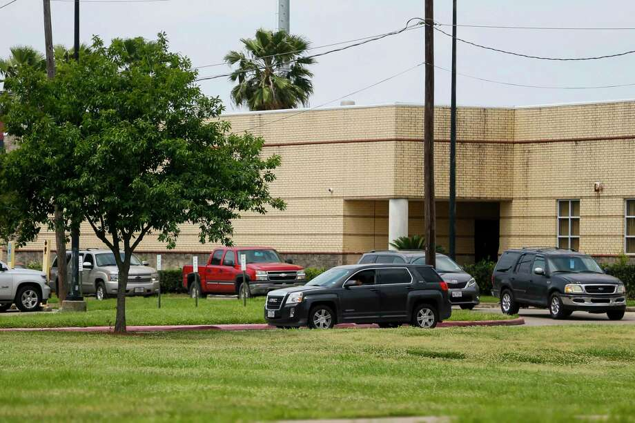 Hundreds of families lined up in cars near Pasadena High School on Monday, hoping to pick up free lunches. However, dozens were turned away after workers ran out of food. Photo: Mark Mulligan, Houston Chronicle / Staff Photographer / © 2020 Mark Mulligan / Houston Chronicle