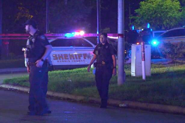 Harris County Sheriff's Office deputies investigate a deadly shooting in the 300 block of Wells Fargo Drive on Monday, March 30, 2020.