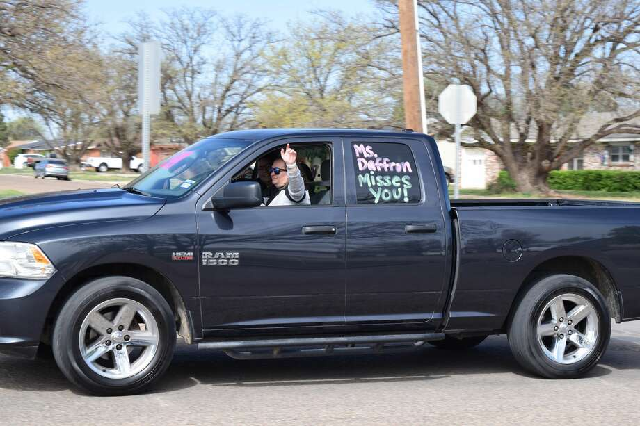 Edgemere Elementary teachers took to the streets on Monday morning to show their students that they miss them. Photo: Ellysa Harris/Plainview Herald